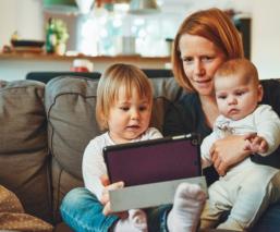 Ser padres en los tiempos del whatsapp y las pandemias