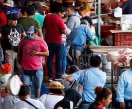 Sana Distancia, la gran ausente en el mercado de La Viga en Iztapalapa