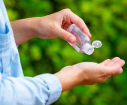 ¿Manos resecas por tanto gel antibacterial? Te decimos cómo protegerlas