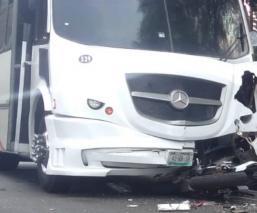 Muere motociclista arrollado por camión que circulaba en sentido contrario, en Cuautitlán