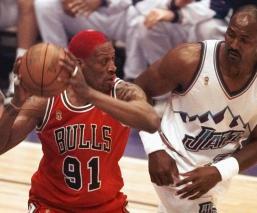 Dennis Rodman y Karl Malone terminaron rivalidad en la lucha libre