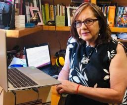 Senadora Malú Micher explica desnudo durante reunión virtual