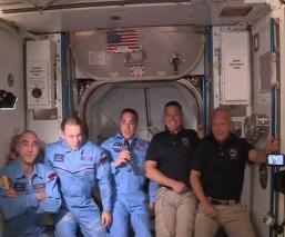 Astronautas de la nave Crew Dragon de Space X llegan a la Estación Espacial Internacional