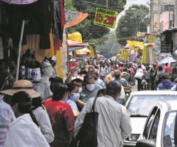 Desaparecen a 'Susana Distancia' en La Lagunilla, clientes y comerciantes como si nada