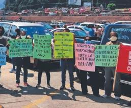 En caravana de autos, protestan integrantes de la CNTE y movimiento campesino