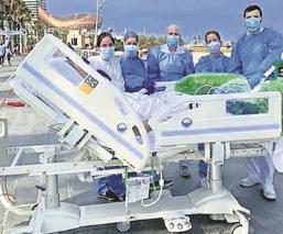 Médicos cumplen sueño de abuelito con Covid-19, en España