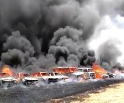 Voraz incendio acaba con 19 autos abandonados en antiguo predio de Morelos