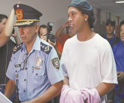 Ronaldinho y su hermano ya llevan tres meses detenidos en Paraguay por documentación falsa