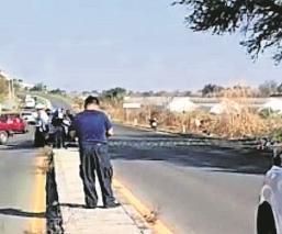 Hombre perdió la vida luego de derrapar su moto; su acompañante salió lesionado en Morelos