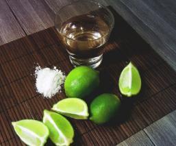 Detienen venta de tequila  tras la muerte de ocho personas en Guerrero