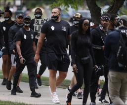 Los Broncos se unen a las marchas antiracistas