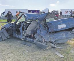 Tráiler embiste auto en el Circuito Exterior Mexiquense; hay un muerto y cinco heridos