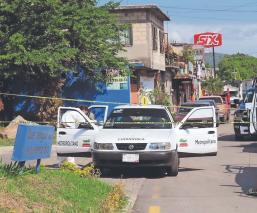 Ladrones siguen a mujer desde el banco para robarle 150 mil esos y la balean, en Morelos