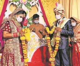 Pareja de enamorados en India realiza boda en plena pandemia; muere el novio por Covid-19