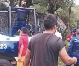 Vecinos propinan brutal golpiza a sujeto que violaba a una menor, en Morelos