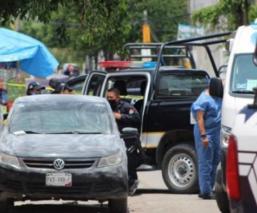 Hombre recibe llamada, sale de su casa y lo hallan muerto en su auto en Morelos