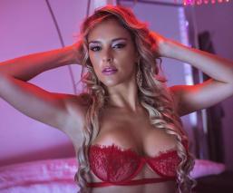 La 'conejita' brasileña Heloine Moreno se mojará, en sensual 'pool party' de Playboy