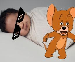 Bebé nace con DIU en la mano y deja a medio mundo en tremendo shock