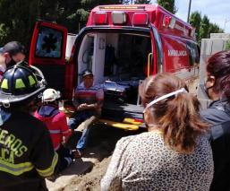 Trabajadores cavan su propia tumba en un pateón, fueron rescatados en minutos en el Edomex