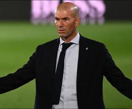 Zidane durante el partido ante el Alavés