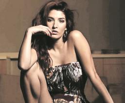 Karla Vallín se lanza como cantante de cumbia, ella es hija del guitarrista del grupo Maná