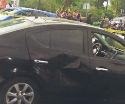 Biker pierde el control, derrapa y se estrella contra vehículo en Valle de Chalco