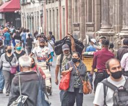 Capitalinos recorren calles y comercios de la CDMX para 'distraerse', en plena pandemia
