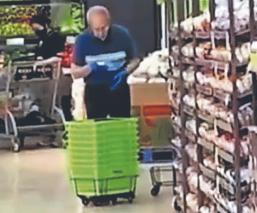 Captan a empleado de supermercado limpiando canastas con su saliva, en Canadá