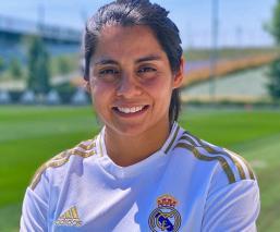 La mexicana Kenti Robles fue presentada como futbolista del Real Madrid