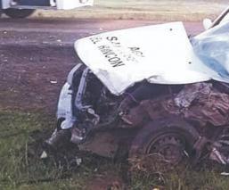 Chofer y pasajera mueren tras chocar vs la camioneta de un vendedor de barbacoa, en Edomex