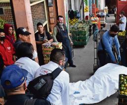 Trabajador cae de escalera en la Central de Abasto y muere al reventarse cráneo, CDMX