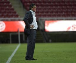 Luis Fernando Tena durante un partido de la Copa Por México