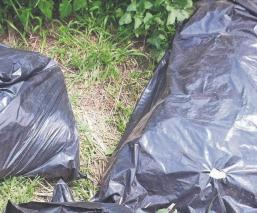 Vecinos se topan con cadáver destazado y repartido en cuatro bolsas de plástico, en Edomex