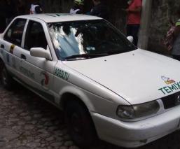 Taxista intenta ayudar a mujer para no ser asaltada pero destino les pone trampa, Morelos