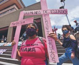 Familiares y activistas exigen justicia por los feminicidios de Diana y Jessica, en Edomex