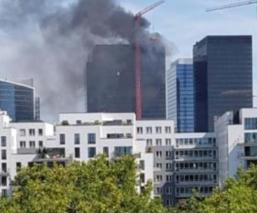 Incendio consume el último piso del WTC de Bruselas en Bélgica
