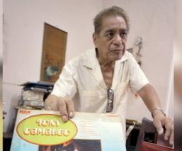 """La vida poco conocida de Tony Camargo, intérprete de """"El año viejo"""" que ya descansa en paz"""