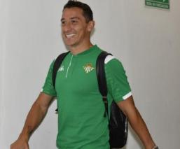Andrés Guardado entrena al ritmo de los Ángeles Azules