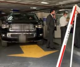 Maribel Guardia choca su camioneta en el estacionamiento de Televisa