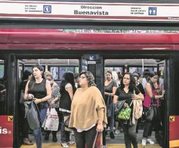 Revelan chat donde empleados del Metrobús comparten intimidades de sus compañeras, en CDMX