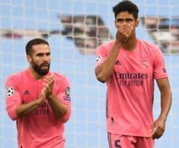 Tras eliminación, en el Real Madrid respaldan a Raphael Varane