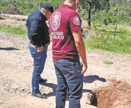 Agentes de la FGJEM hallan dos tomas clandestinas de huachicol en Edomex