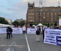 """Socios de La Cooperativa Cruz Azul se manifiestan en apoyo a """"Billy"""" Álvarez"""