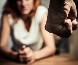 Hombre prostituía a su exesposa en redes sociales, ella lo denuncia ante la fiscalía de la CDMX
