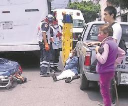 Mujer escapa de asalto al aventarse de una combi en Cuernavaca