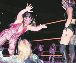Lluvia reaparece en la Arena México, gana un lugar en la fiesta del CMLL