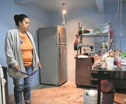 Vecinos en Iztapalapa acusan que los ductos provocaron inundación, perdieron sus pertenencias