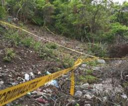 Abandonan el cadáver de un hombre envuelto en varias bolsas de plástico, en Edomex