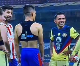 La transmisión de TUDN captó el momento y las redes sociales explotaron en contra de este par de futbolistas