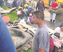 Camión sin frenos golpea dos camionetas que transportaban a peregrinos de Atenco